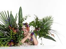 Seidenkleid mit Motivprint von Marc Cain. Alle Blüten und Gräser über www.marsano-berlin.de.