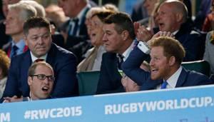 Prinz William und Prinz Harry fiebern mit.