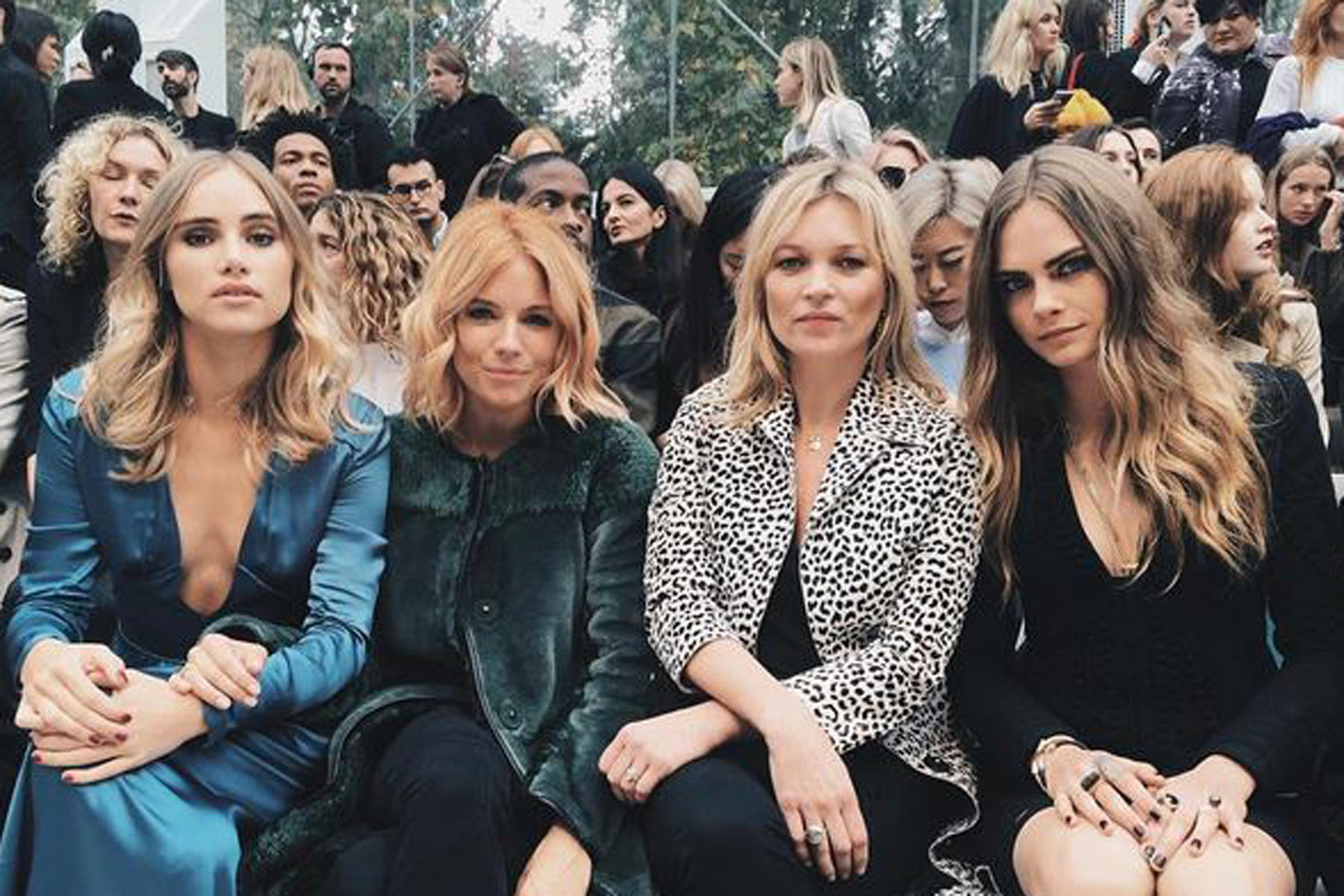 "Die volle Ladung ""Britain Power"" in der Frontrow bei Burberry: Suki Waterhouse, Sienna Miller, Kate Moss und Cara Delevingne (von links)."
