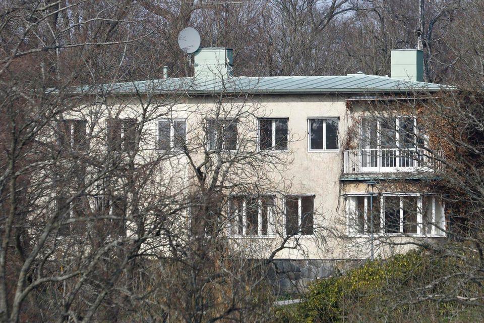 Die Villa Solbacken in einem Luxusstadtteil von Stockholm - hier wären Prinzessin Sofia und Prinz Carl Philip am liebsten schon nach ihrer Hochzeit im Juni 2015 eingezogen. Doch die ererbte Villa muss noch renoviert werden.