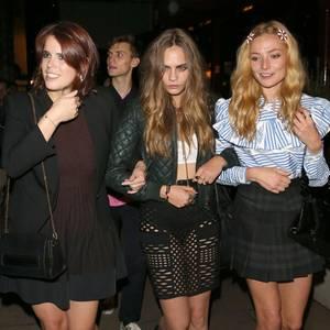 Von links: Prinzessin Eugenie, Cara Delevingne + Clara Paget
