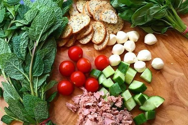Erlaubt ist, was schmeckt: Beim Mittag- und Abendessen setzt Kayla Itsines auf eine Mischung aus magerem Fleisch, Gemüse und komplexen Kohlenhydraten.