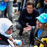 Charity: Hollywood-Star Orlando Bloom bricht nicht nur Herzen, sondern hat auch ein großes Herz. Als Unicef-Botschafter besuchte er in Mazedonien ein Flüchtlingscamp. Dort führte Gespräche und nahm sich vor allem Zeit für die Kinder vor Ort.