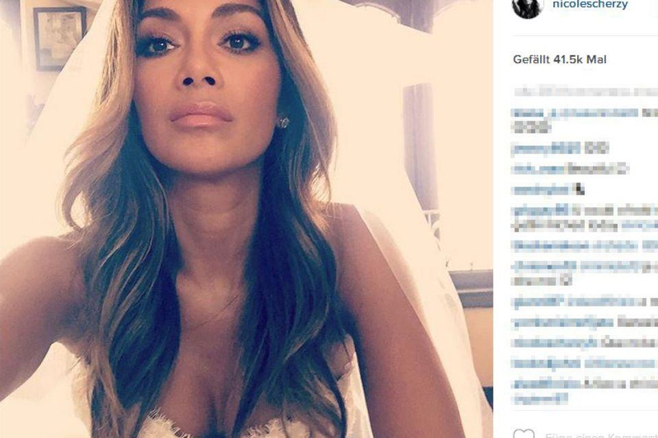 """Auch ein Selfie teilte """"die Braut"""" Nicole Scherzinger von sich auf Instagram. Beide Fotos ließ sie unkommentiert."""
