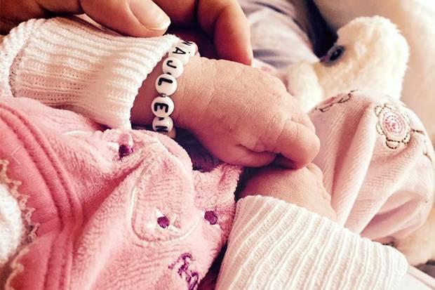 Endlich ist sie da: Glücklich und stolz postet Lisa Wohlgemuth dieses erste Foto ihrer kleinen Tochter Majlena, die am 19. Oktober zur Welt kam.