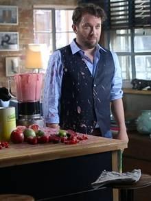 Smoothie-Kleckse auf dem Hemd, die Sache mit dem Mixer übt Ulmen noch.