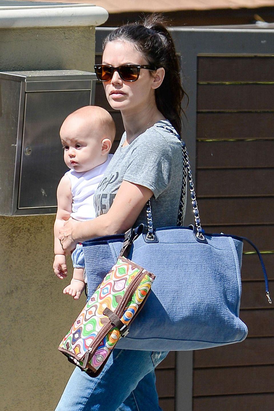 3. September 2015: Rachel Bilson ist mit Töchterchen Briar Rose auf dem Weg zu Freunden.