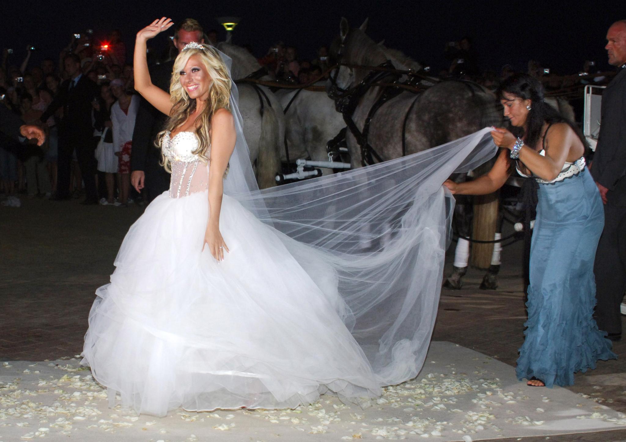 Daniela Katzenberger: Fotos ihres Wunsch-Hochzeitskleides | GALA.de