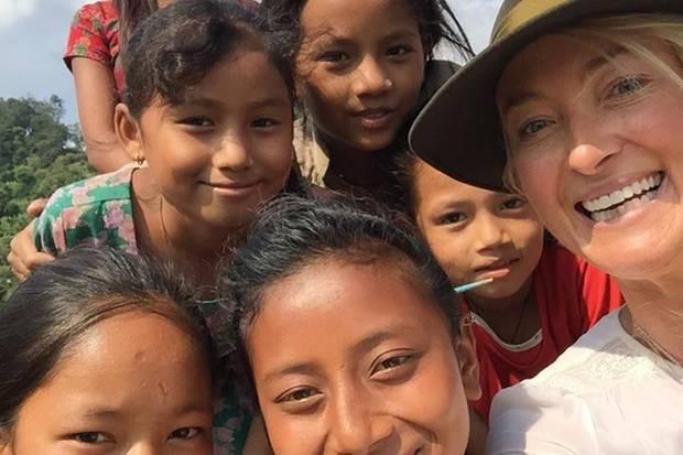 Selfie-Time mit Lilly: Trotz der schlimmen Erlebnisse strahlen die Kinder viel Freude aus.