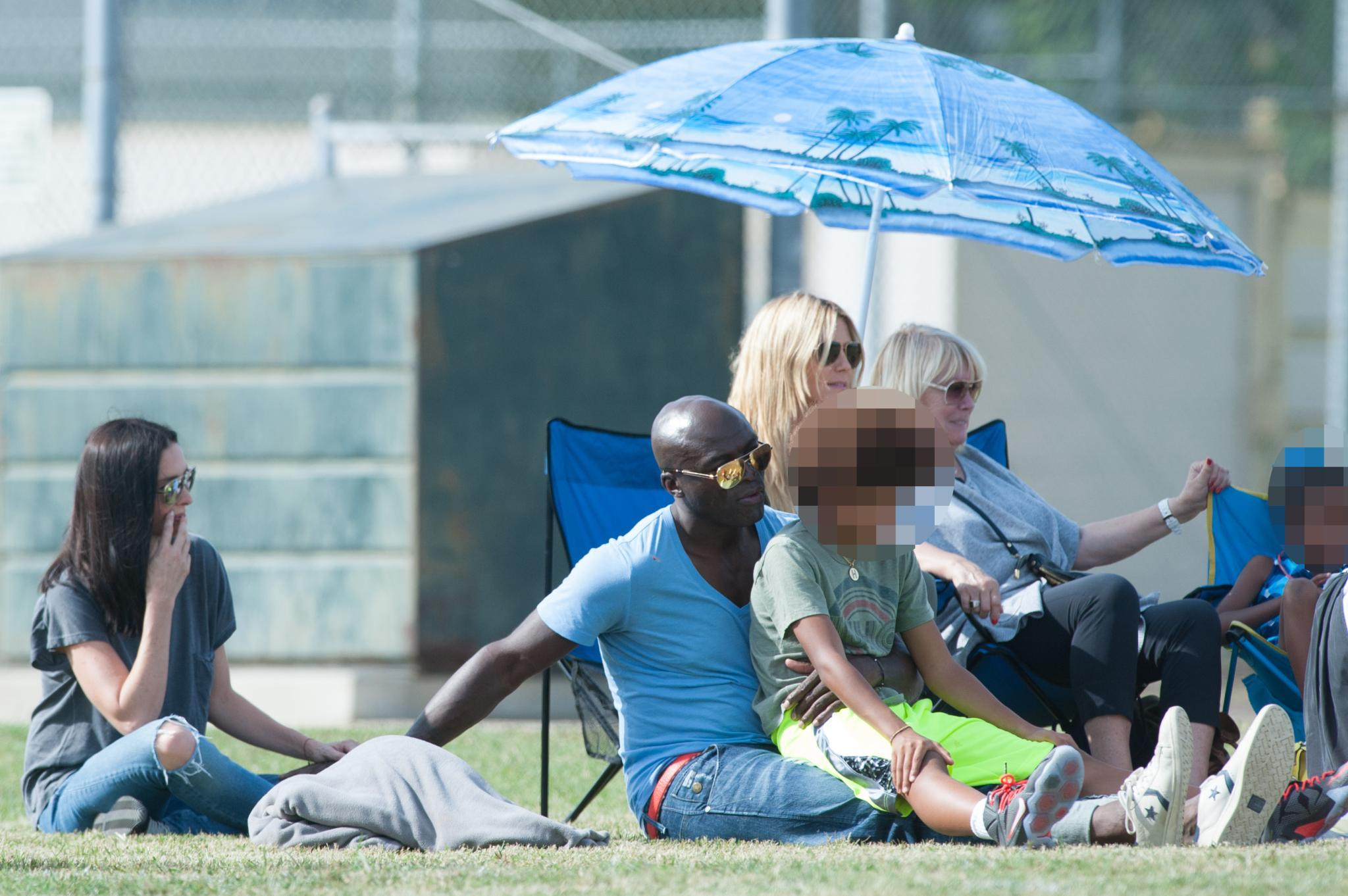 Frisch verliebt: Seine Hand kann Seal wohl nicht von Model-Freundin Erica Packer lassen.