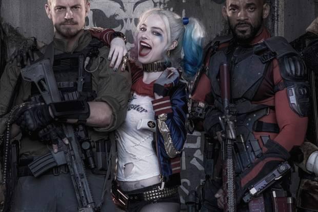 Margot Robbie alias Harley Quinn, zwischen ihren beiden Schauspiel-Kollegen Joel Kinnaman (li.) und Will Smith.