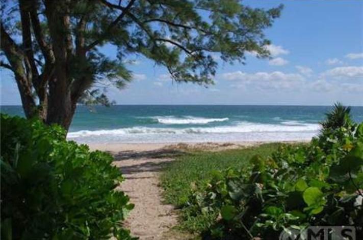 Verlockend nah an dem Haus in Palm Beach liegt der Strand.