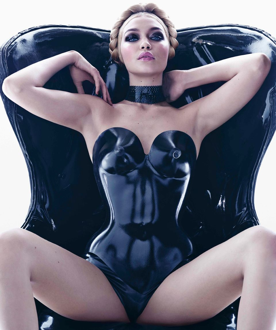 "Topmodel Gigi Hadid als November-Girl des berühmten ""Pirelli Calendar"""