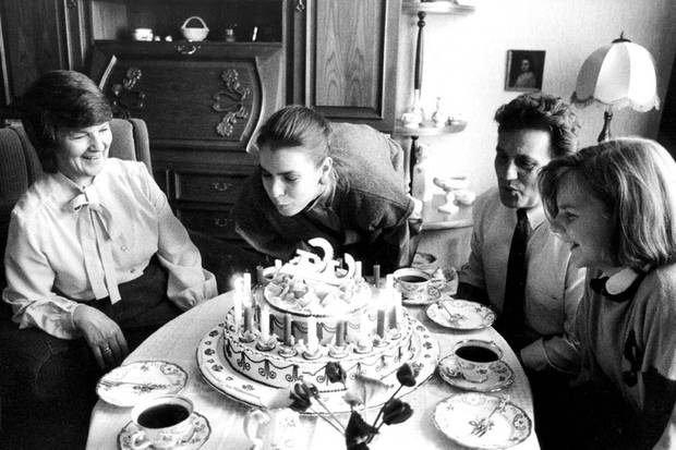 Die Familie gab ihr stets Geborgenheit. Ihren 21.Geburtstag feierte Katharina mit ihren Eltern Käthe und Manfred in Karl-Marx-Stadt.