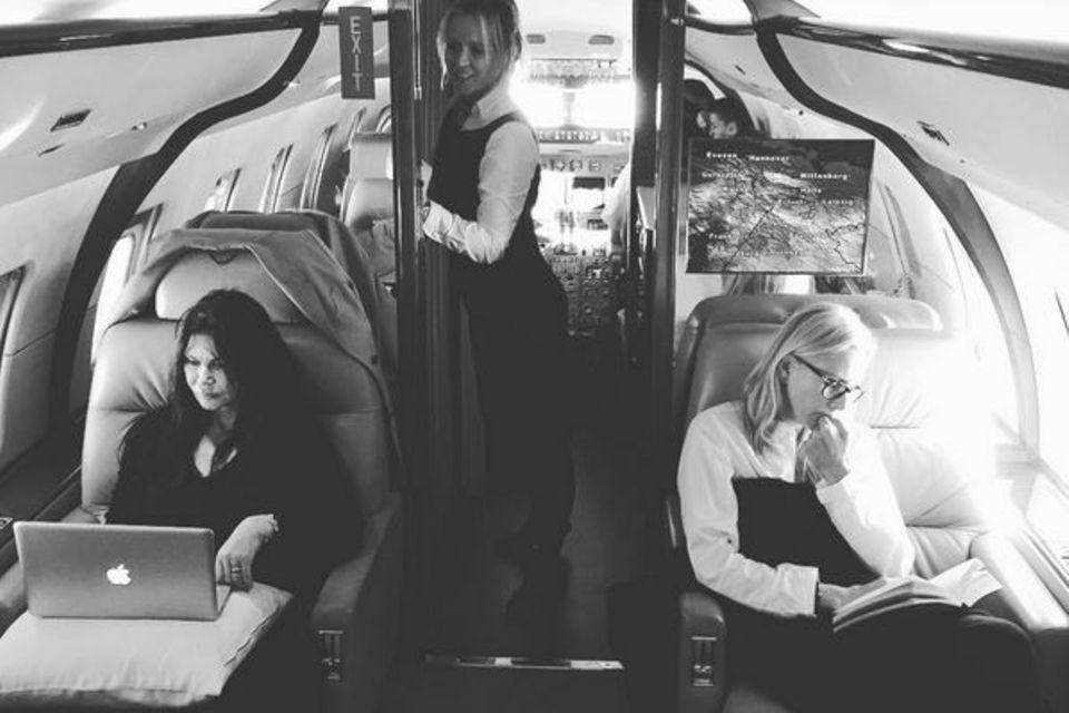 Sie reisen mit Heidi Klum im Privat-Jet um die Welt: Make-up-Artistin Linda Hay (links) und ihre Haar-Stylistin Wendy Iles.