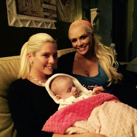 Daniela Katzenbeger mit Schwester Jennifer und Baby Sophia