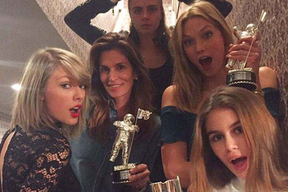 Taylor Swift, Cindy Crawford, Cara Delevingne, Karlie Kloss, Kaia Gerber