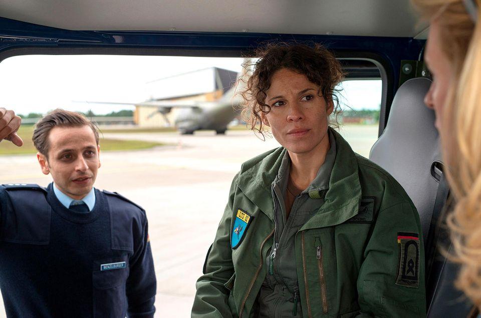 """Im """"Tatort: Spielverderber"""" (ARD, 22. November, 20.15 Uhr) stellt Jasmin Gerat zwar die schwangere Soldatin """"Kristin Goebels"""" dar, ihr Babybauch ist allerdings gut versteckt."""