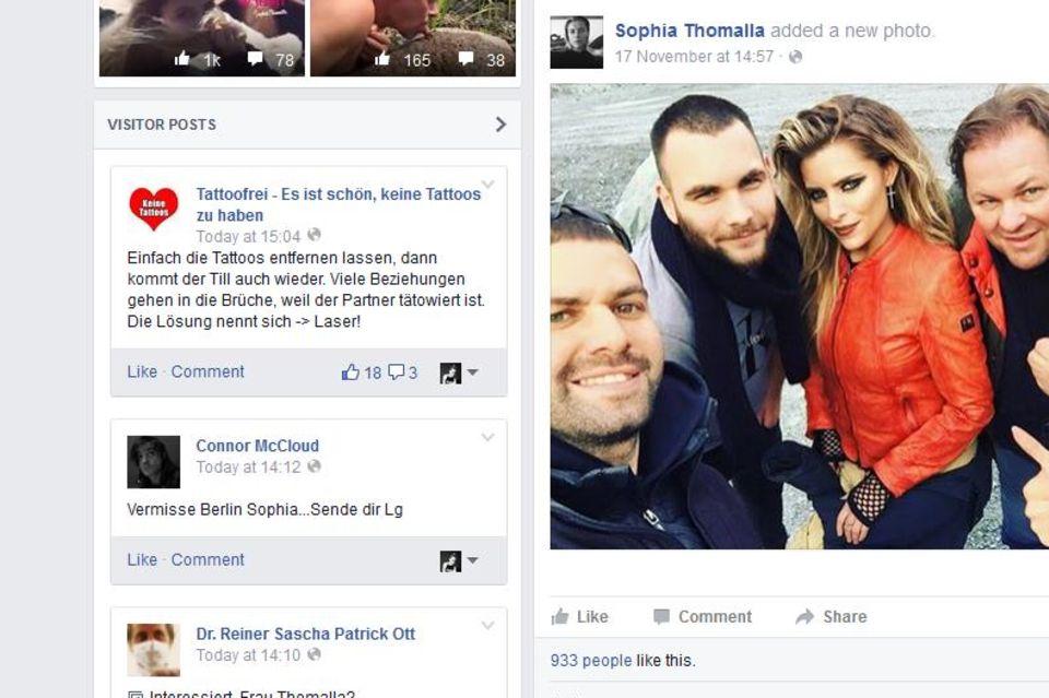 Kaum war die Trennung publik, kamen die fiesen Kommentare: Auf Sophia Thomallas offizieller Facebookseite machen sich User über ihr großes Liebestattoo lustig.