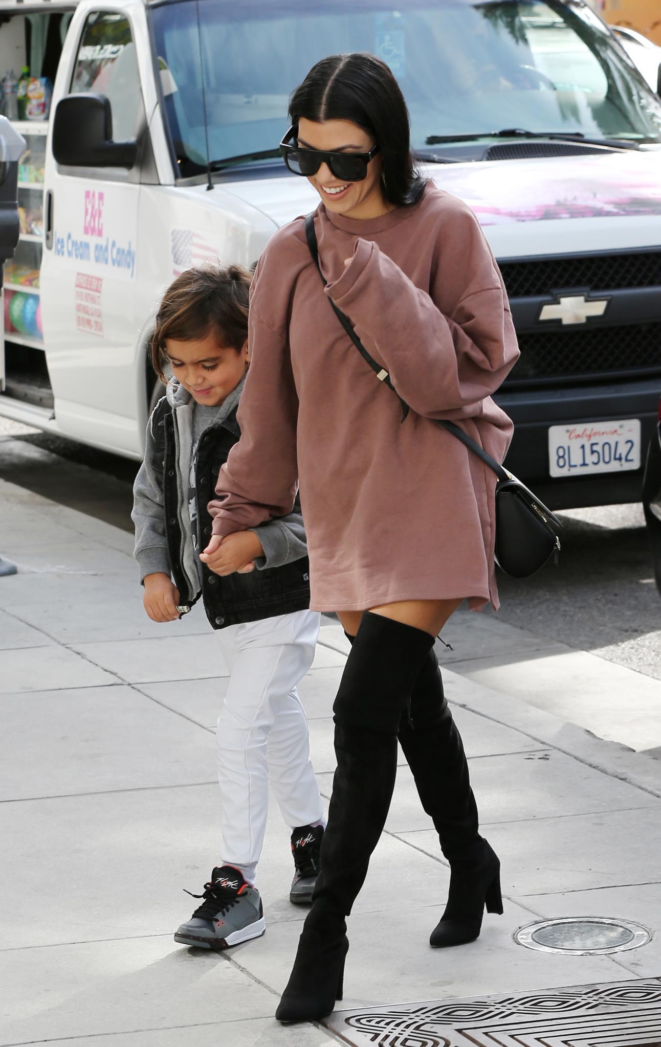 Shopping-Tour mit Mama: Kourtney Kardashian nimmt ihren Sohn Mason mit zum Einkaufen.