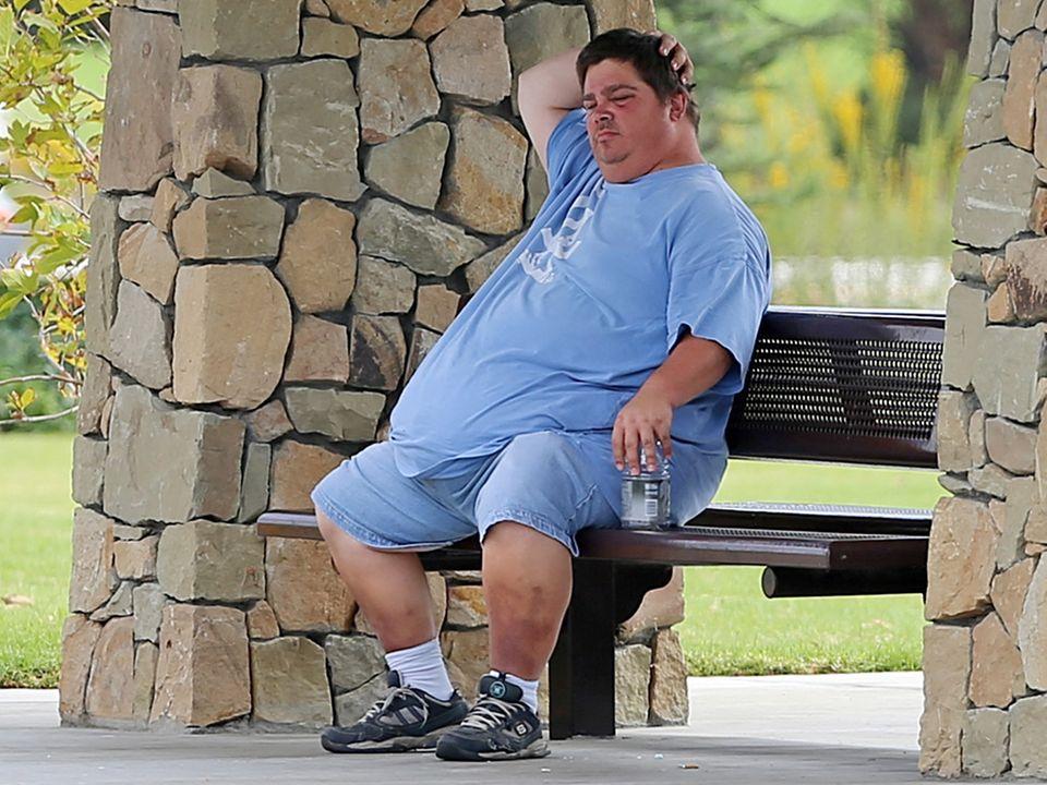 Der obdachlose Stiefsohn von Barbra Streisand lehnt jede Hilfe ab. Was ist nur passiert, dass Jess so tief gefallen ist? Der 42-jährige soll mittlerweile über 180 Kilo wiegen.