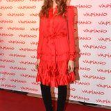 """Cathy Hummels trug ein rotes Kleid von """"Paul & Joe"""", das sie zu schwarzen Overknee-Stiefeln von Gianvito Rossi kombinierte."""