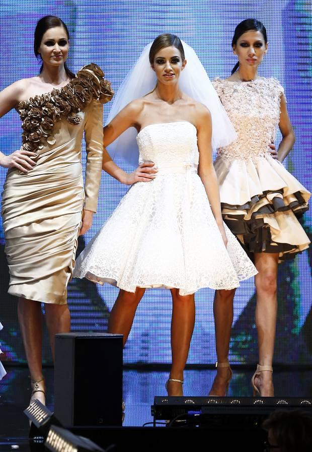 """Auf dem Catwalk der Luxusmesse """"Masters Of LXRY"""" präsentierte sich Christie in einem Brautkleid samt Schleier."""