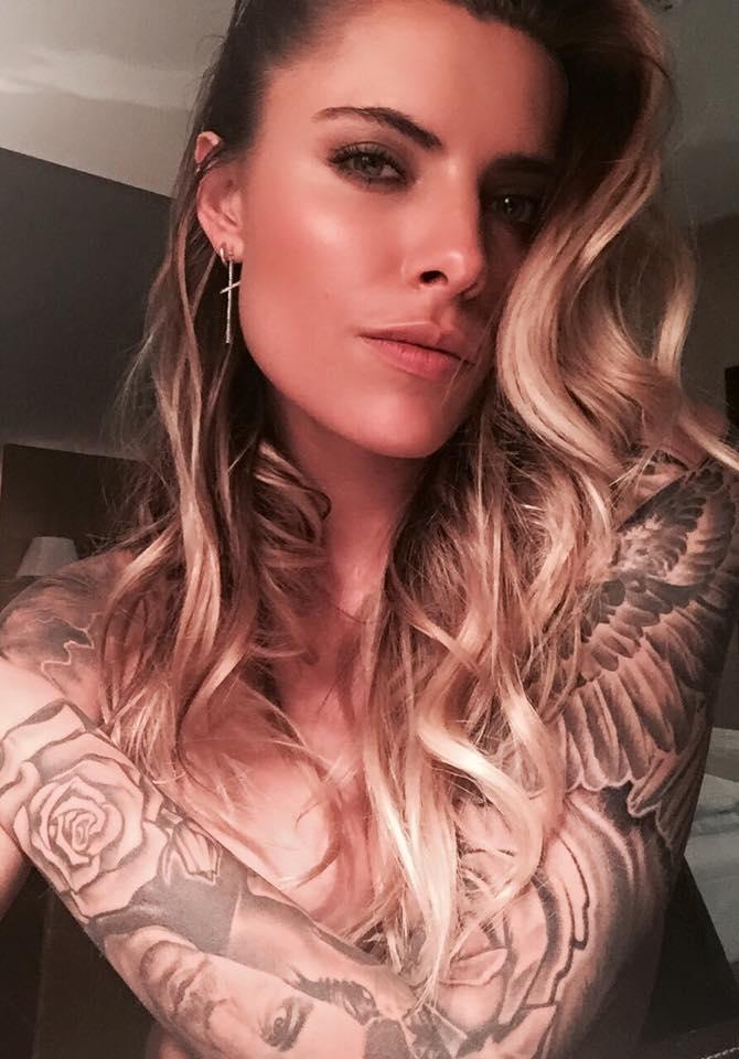 erotik models mit tattoos
