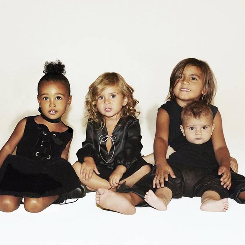 Weihnachtskarten Babyfoto.So Die Kardashians Wünschen Frohe Weihnachten Gala De