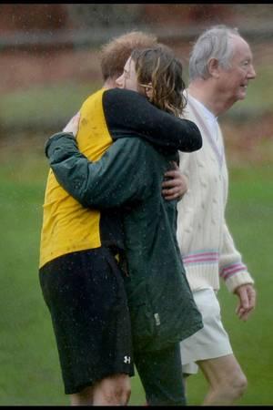 Prinz Harry mit einer Unbekannten