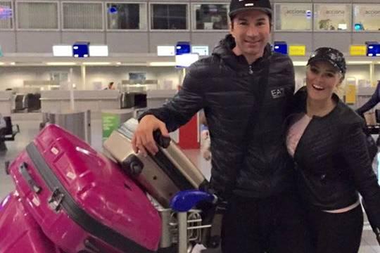 Daniela Katzenberger und Lucas Cordalis mit Sophia am Flughafen