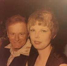 Taylor Swift: Tatsächlich sind auf diesem Foto nicht Hugh Hefner und Taylor Swift zu sehen.