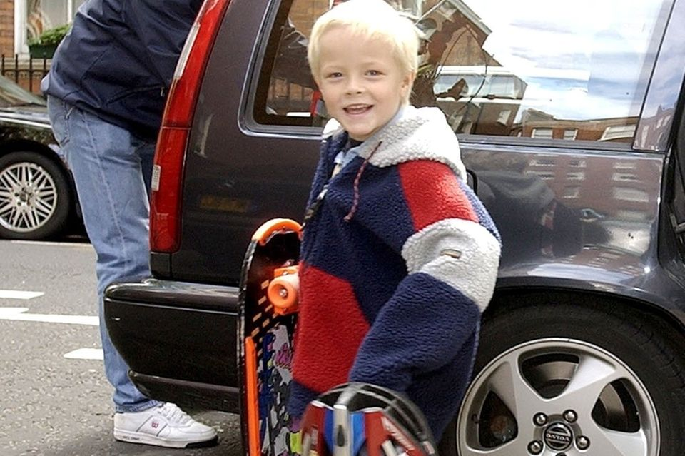 Das war Marius Borg Höiby im Jahr 2003, als die Familie in London lebte: ein süßer kleiner Blondschopf mit Skatebord und frechem Grinsen im Gesicht.