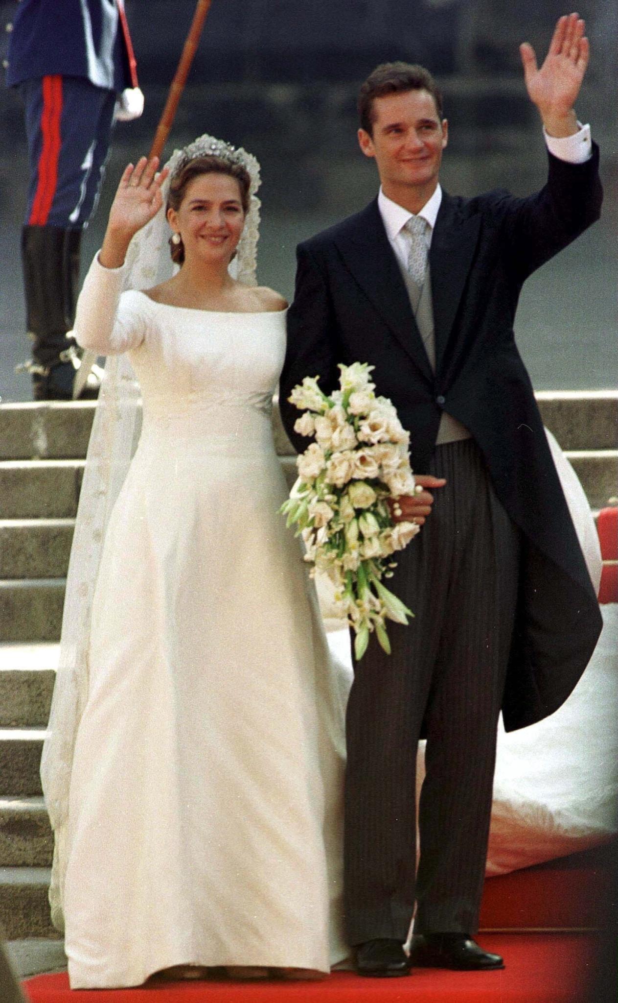 Die spektakuläre Hochzeit von Prinzessin Cristina und Inaki Urdangarin fand am 4. Oktober 1997 in Barcelona statt.