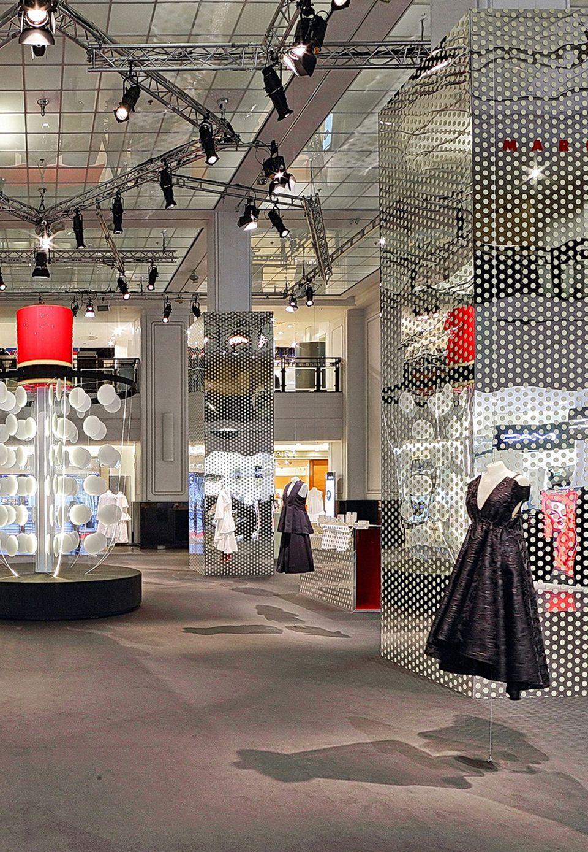 Das KaDeWe: Seit der Gründung 1907 ist es das Luxuskaufhaus schlechthin. Kontinuierlich wird am hohen Anspruch gearbeitet, etwa mit Designer-Installationen im Lichthof