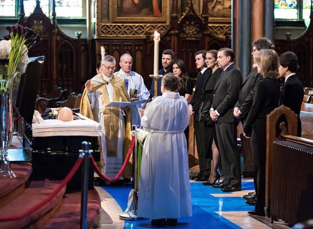 Céline Dion und ihre Familie erweisen René Angélil die letzte Ehre. Sein Leichnam ist in der Basilika Notre-Dame in Montreal aufgebahrt.