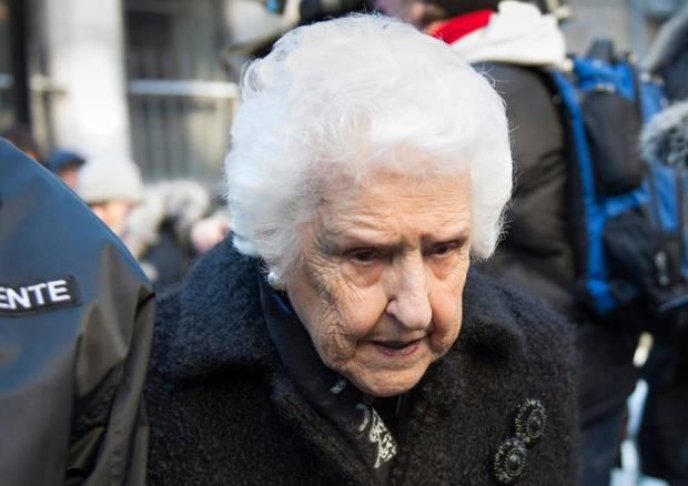 Céline Dions Mutter Thérèse steht ihrer Tochter bei.