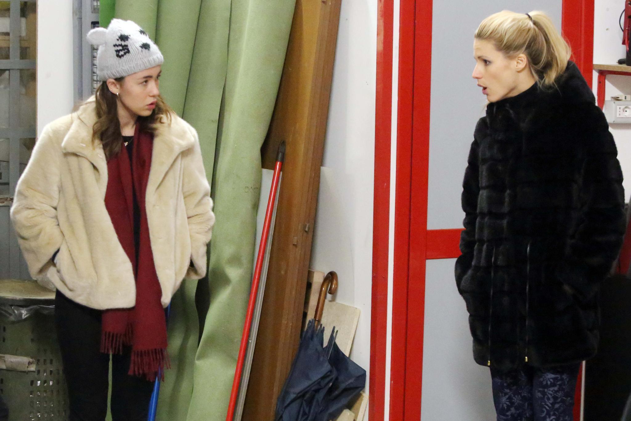 Michelle Hunziker ist mit Töchterchen Aurora Ramazzotti unterwegs auf Möbelsuche in einem Lager in Mailand. Denn: Aurora zieht mit einer Freundin in ihre erste eigene Wohnung. Ganz so einig scheinen sich Mutter und Tochter dabei nicht zu sein.