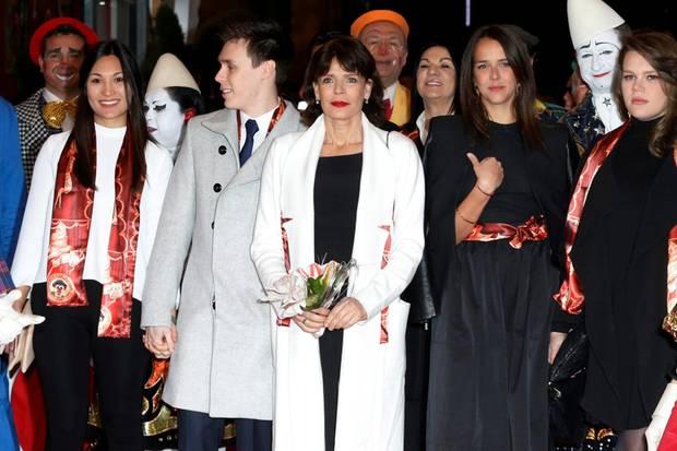 Beim Zirkusfestival in Monte Carlo trat Louis Ducruets neue Freundin, Marie Hoa Chevallier, inmitten seiner Familie - Prinzessin Stéphanie und seine Schwestern Camille Gottlieb und Pauline Ducruet waren auch da - auf.