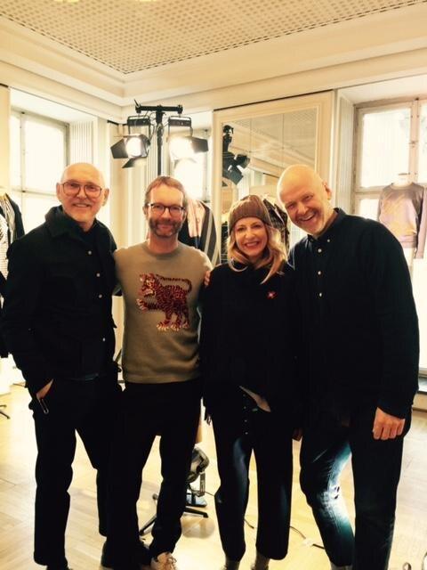 GALA-Modechef Marcus Luft und Sue Giers statten den Odeeh-Designern Otto Drögsler und Jörg Ehrlich beim Berliner Mode Salon einen Besuch ab.