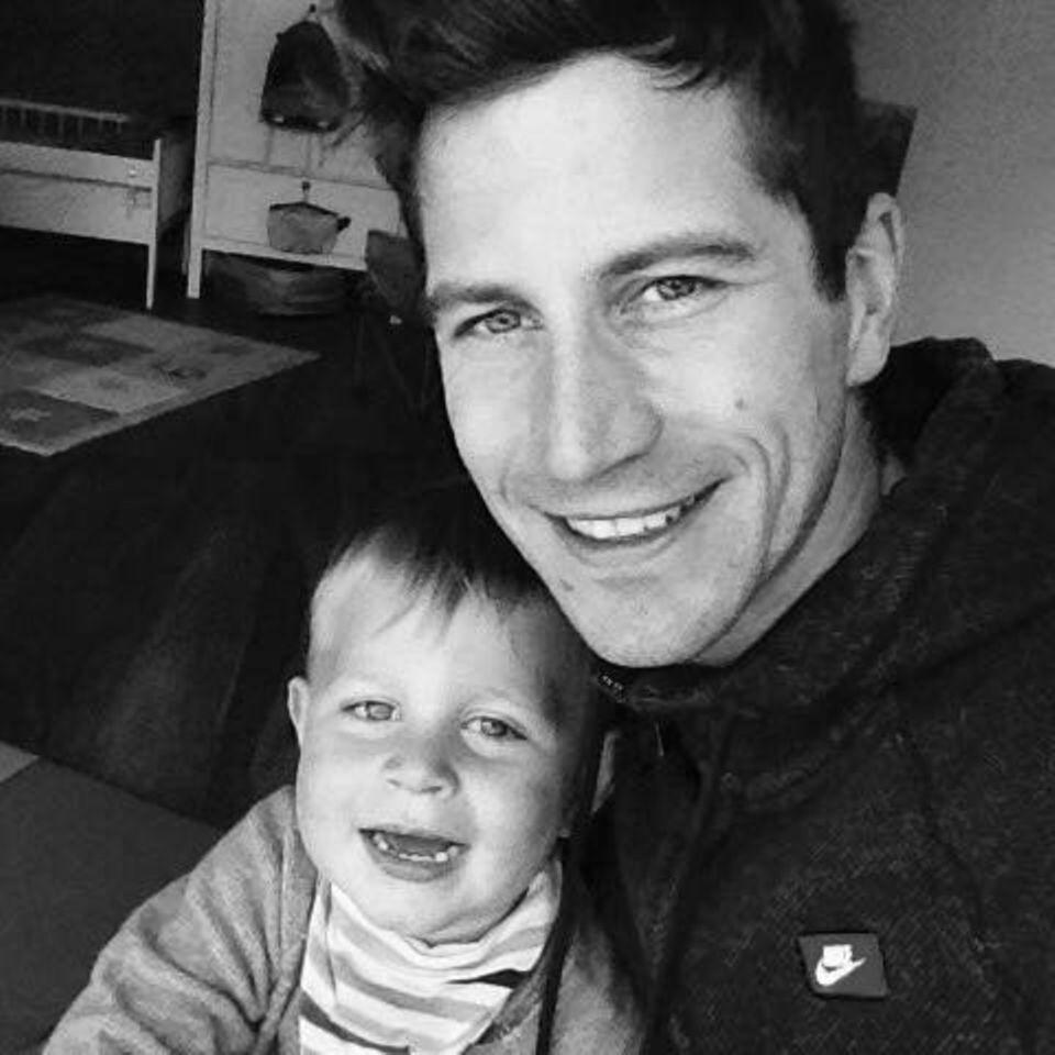 Till Schramm mit seinem verstorbenen Sohn