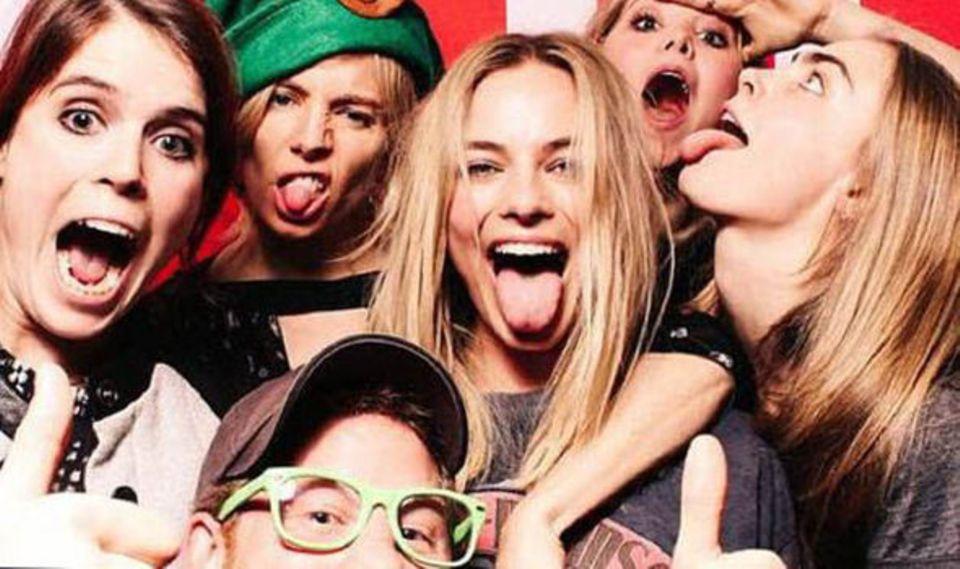 Prinz Harry und seine Party-Damen: von links Prinzessin Eugenie, Sienna Miller, Margot Robbie, Poppy Jaime, Cara Delevingne.