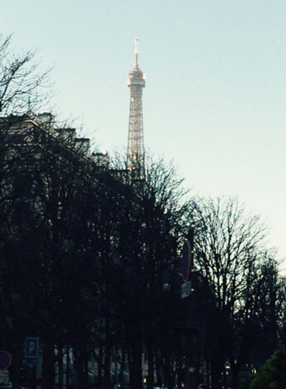 Noch immer ist der Eiffelturm der Stolz der Franzosen und ein Anker in unsicheren, traurigen Zeiten.