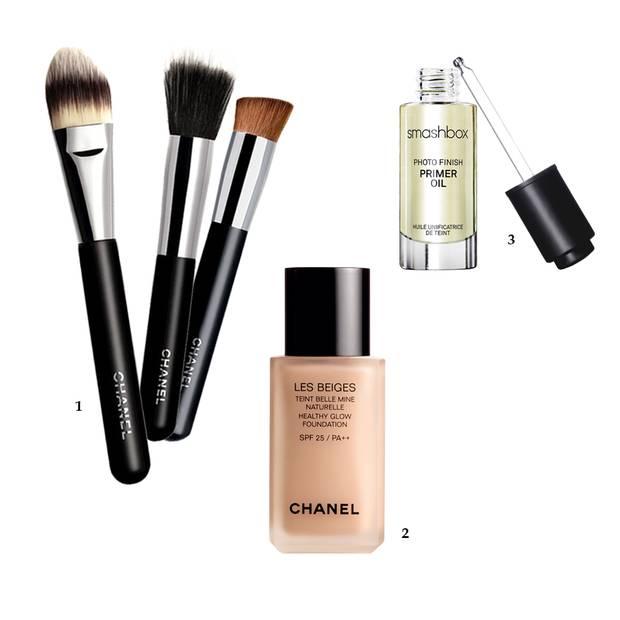 """1 Pinsel ab 36 Euro, von Chanel, z. B. über www.harrods.com; 2 """"Les Beiges Healthy Glow Foundation"""", ca. 53 Euro, von Chanel; 3 """"Photo Finish Primer Oil"""" von Smashbox, ca. 37 Euro"""
