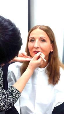 GALA-Beautychefin Frie Kicherer beim Make-up-Workshop in Tokio