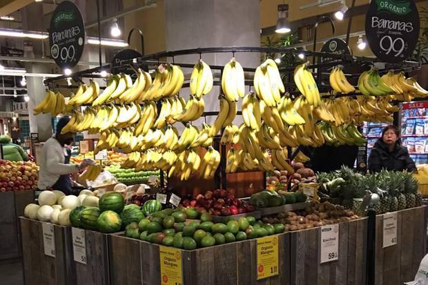 """Erster Stopp nach der Ankunft in New York: Der """"Whole Foods""""-Supermarkt, wo Cathy einen gesunden und leckeren Snack shoppt."""