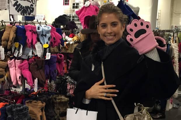 Cathy Hummels auf Shopping-Tour in New York: Auf der Suche nach einem Souvenir für ihren Mats?