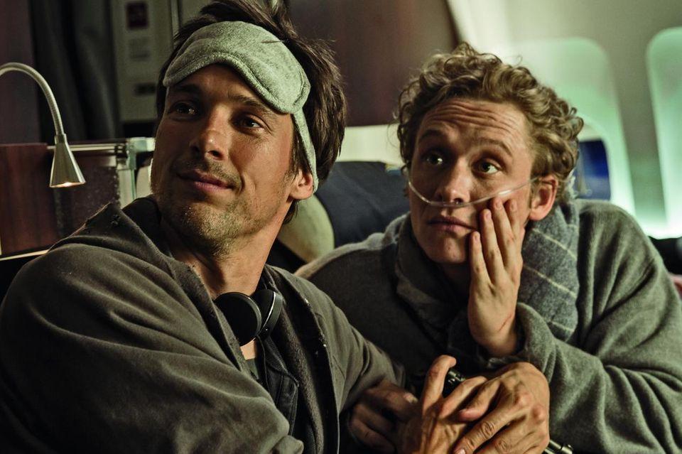 """Jetzt im Kino: In """"Der geilste Tag"""" spielen Schweighöfer und Fitz zwei Todkranke, die es in Südafrika noch mal krachen lassen. Starke Komödie mit Tiefgang Start: 25. Februar"""