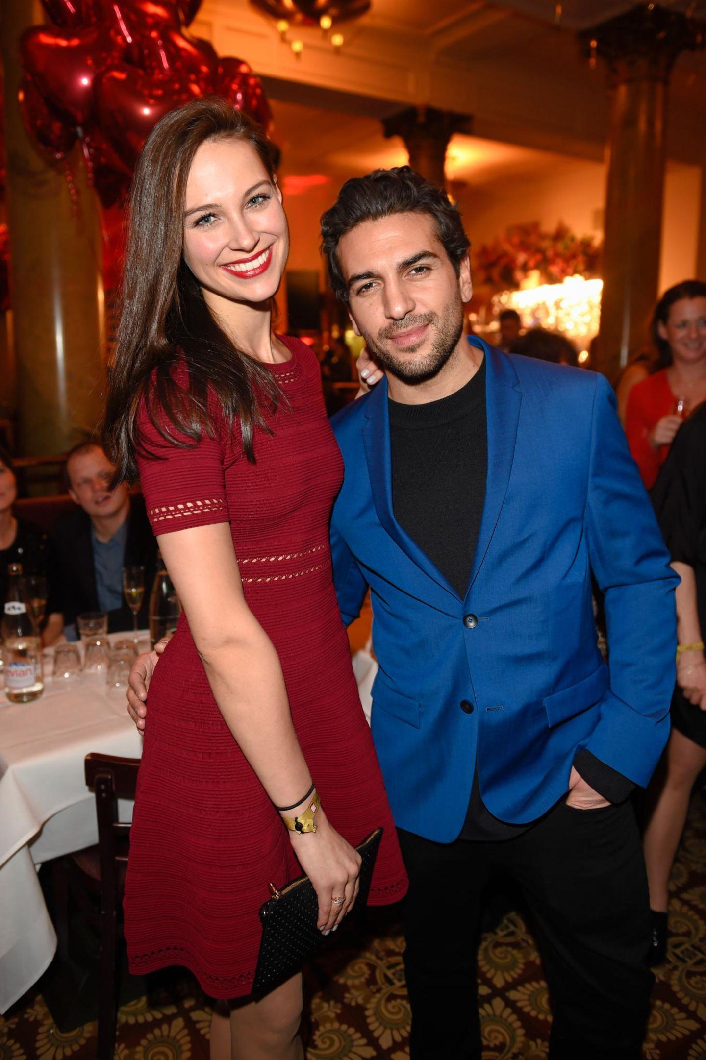 """Elyas M'Barek feiert mit seiner Freundin Julia bei der """"Place to B""""-Party."""