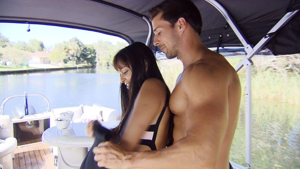 Jasmin und Leonard genießen die Zeit zu zweit.